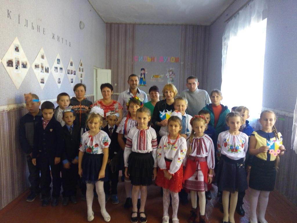 http://ivanivka-osvita.ucoz.ru/3/9/img_20181011_094656_druzhbivka.jpg